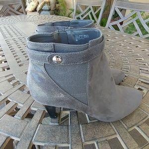 Karen Scott gray suede boots